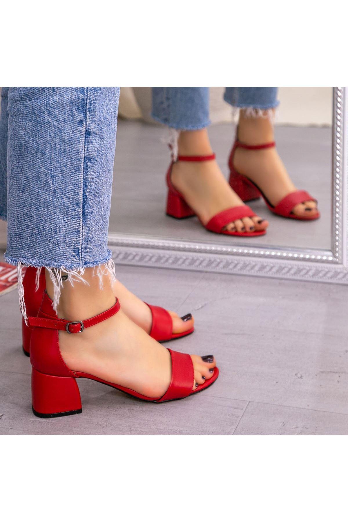 Epon Kırmızı Cilt Tek Bant Topuklu Ayakkabı