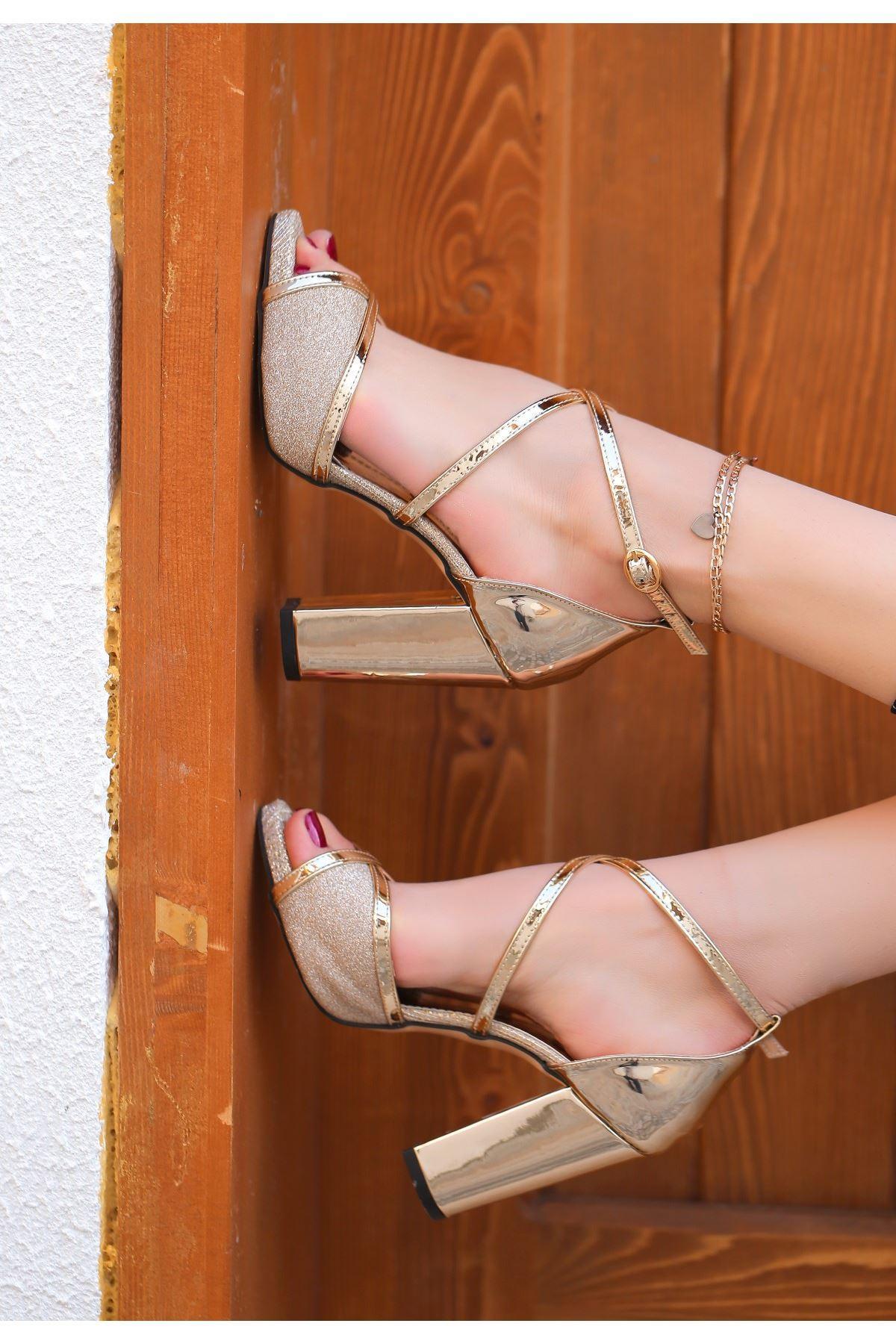 Gend Gold Rugan Simli Topuklu Ayakkabı