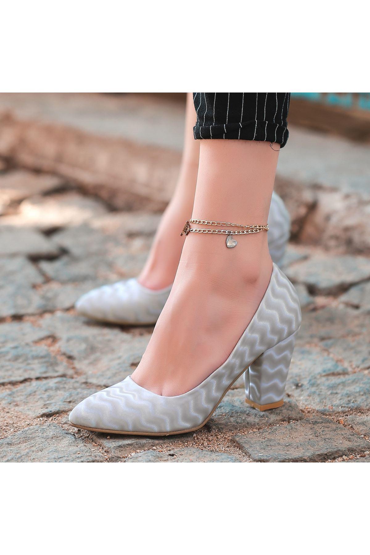Mior Gri Süet Desenli Topuklu Ayakkabı