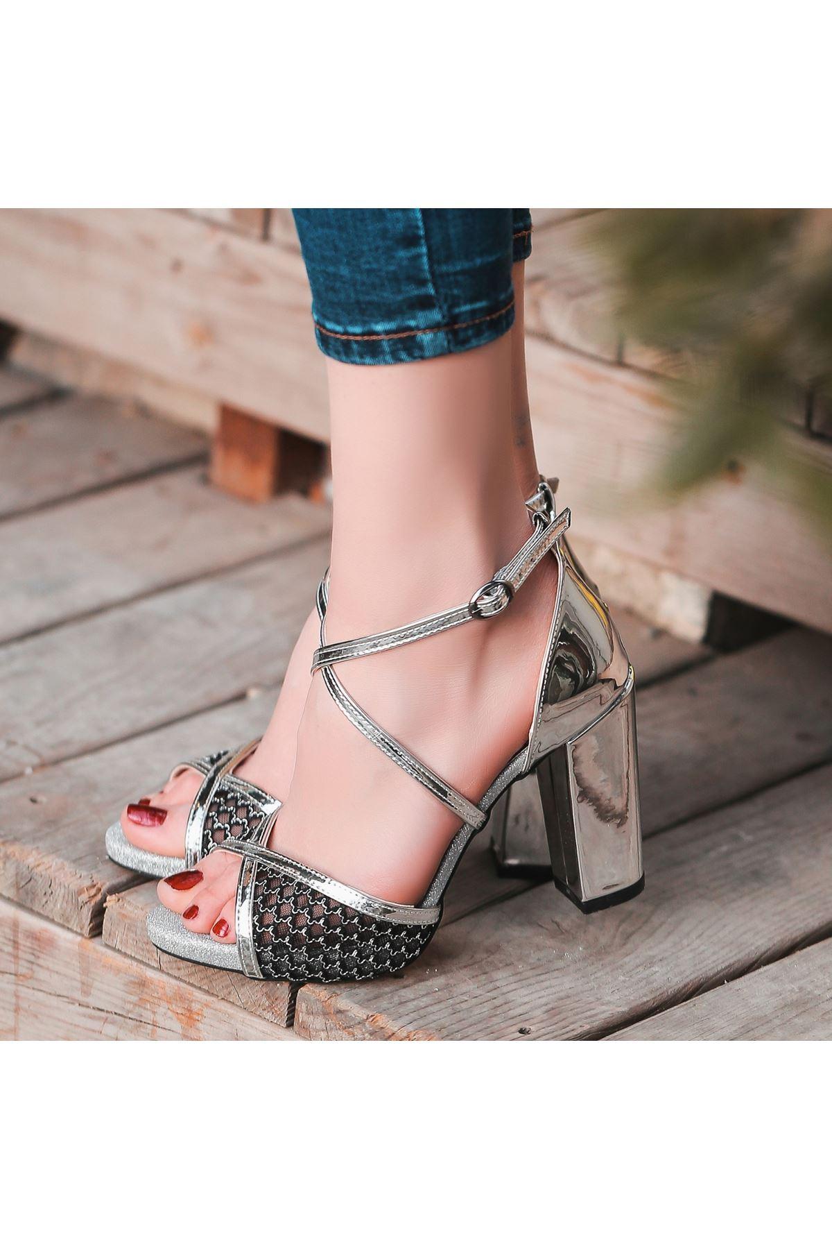 Gend Gümüş Rugan Dantelli Topuklu Ayakkabı
