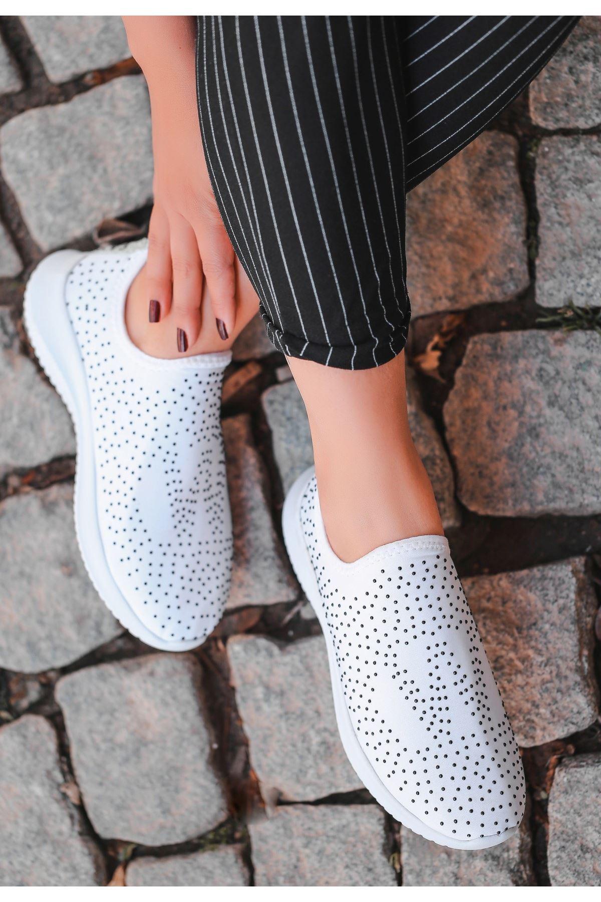 Stin Beyaz Siyah Boncuk İşlemeli Spor Ayakkabı