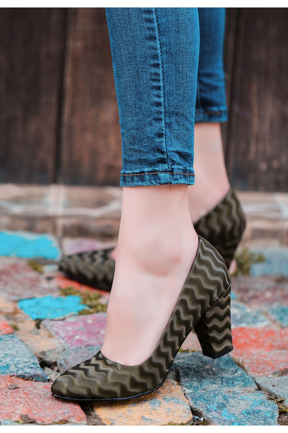 Mior Haki Yeşil Süet Desenli Topuklu Ayakkabı