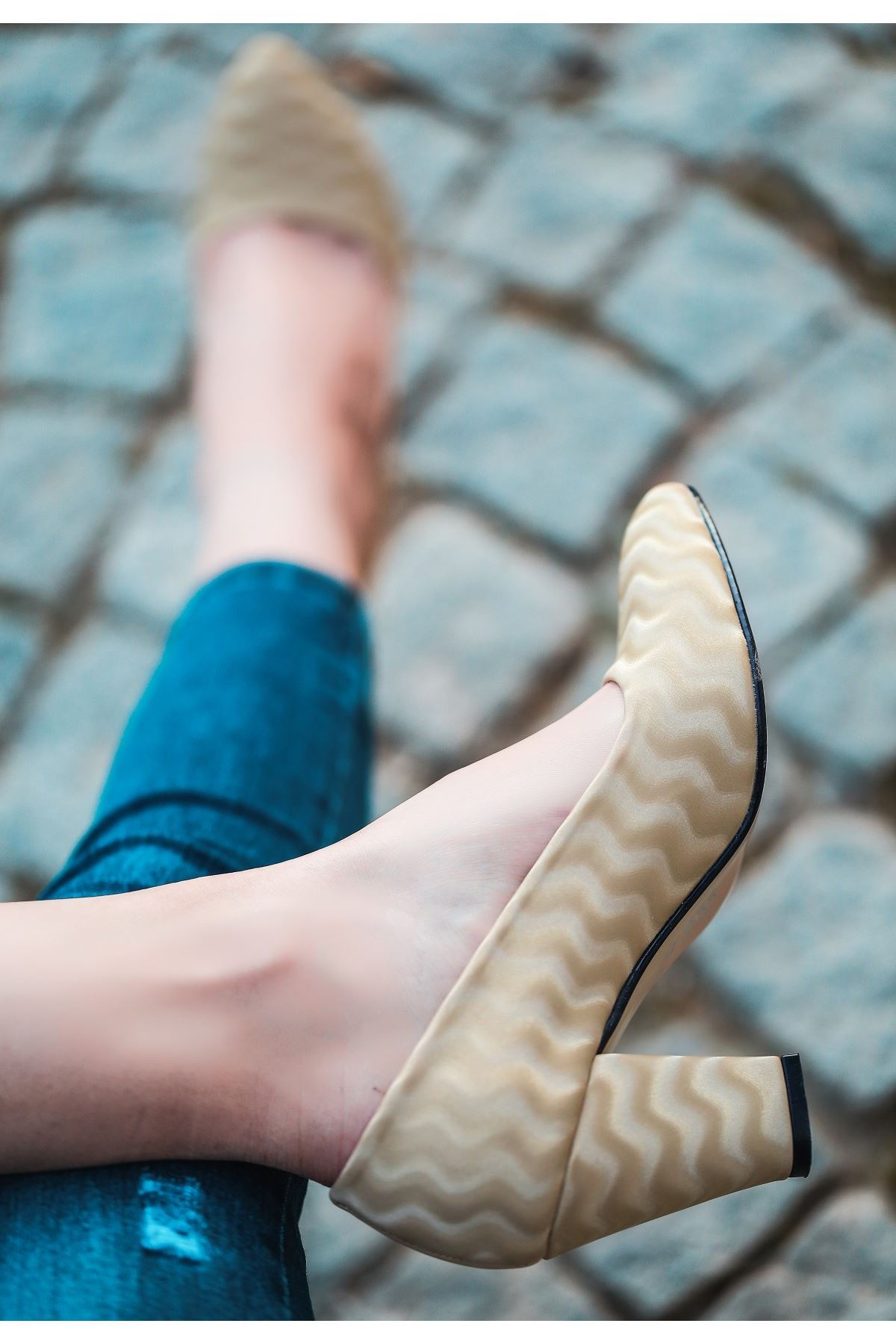 Mior Krem Süet Desenli Topuklu Ayakkabı
