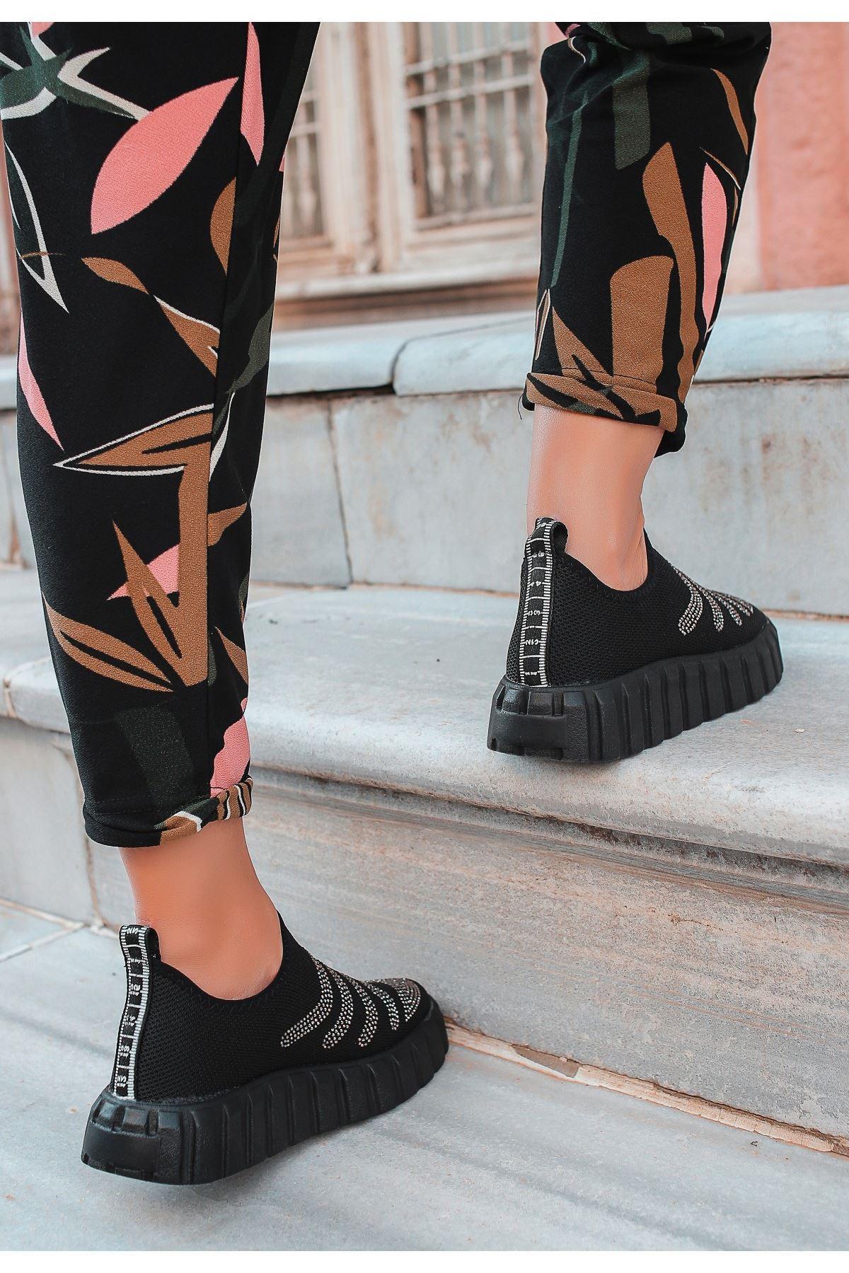 Voyn Siyah Boncuk İşlemeli Spor Ayakkabı