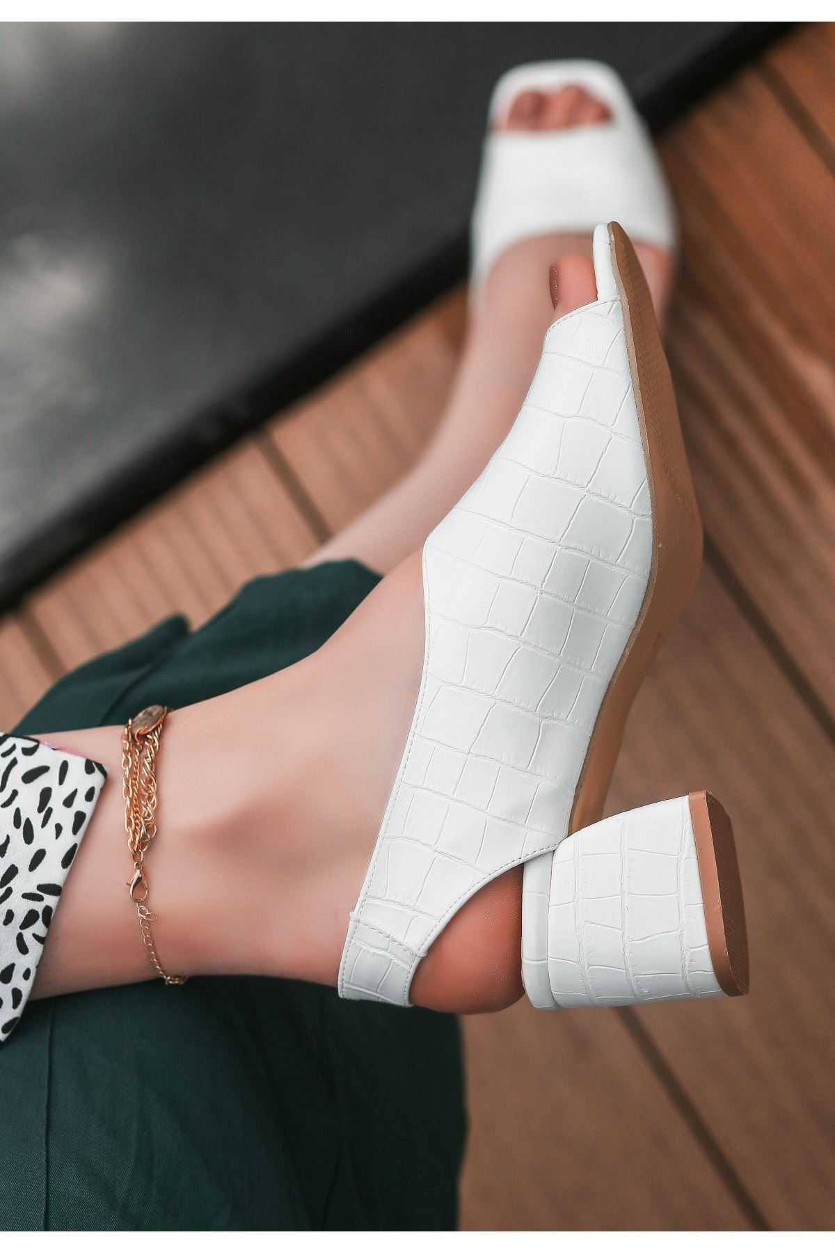 Taxi Beyaz Cilt Topuklu Ayakkabı