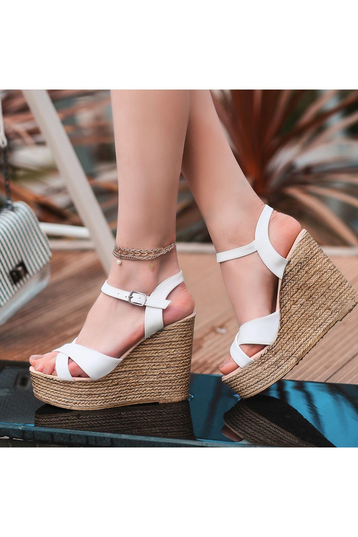 Babin Beyaz Cilt Dolgu Topuk Sandalet