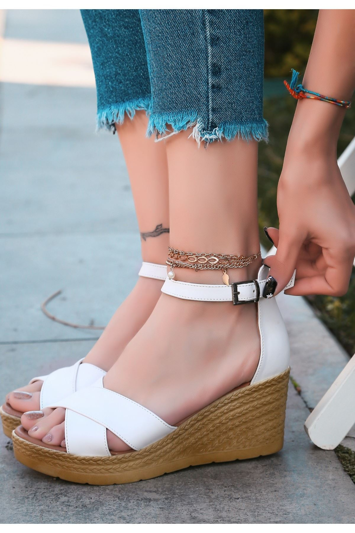 Ertu Beyaz Cilt Dolgu Topuk Sandalet