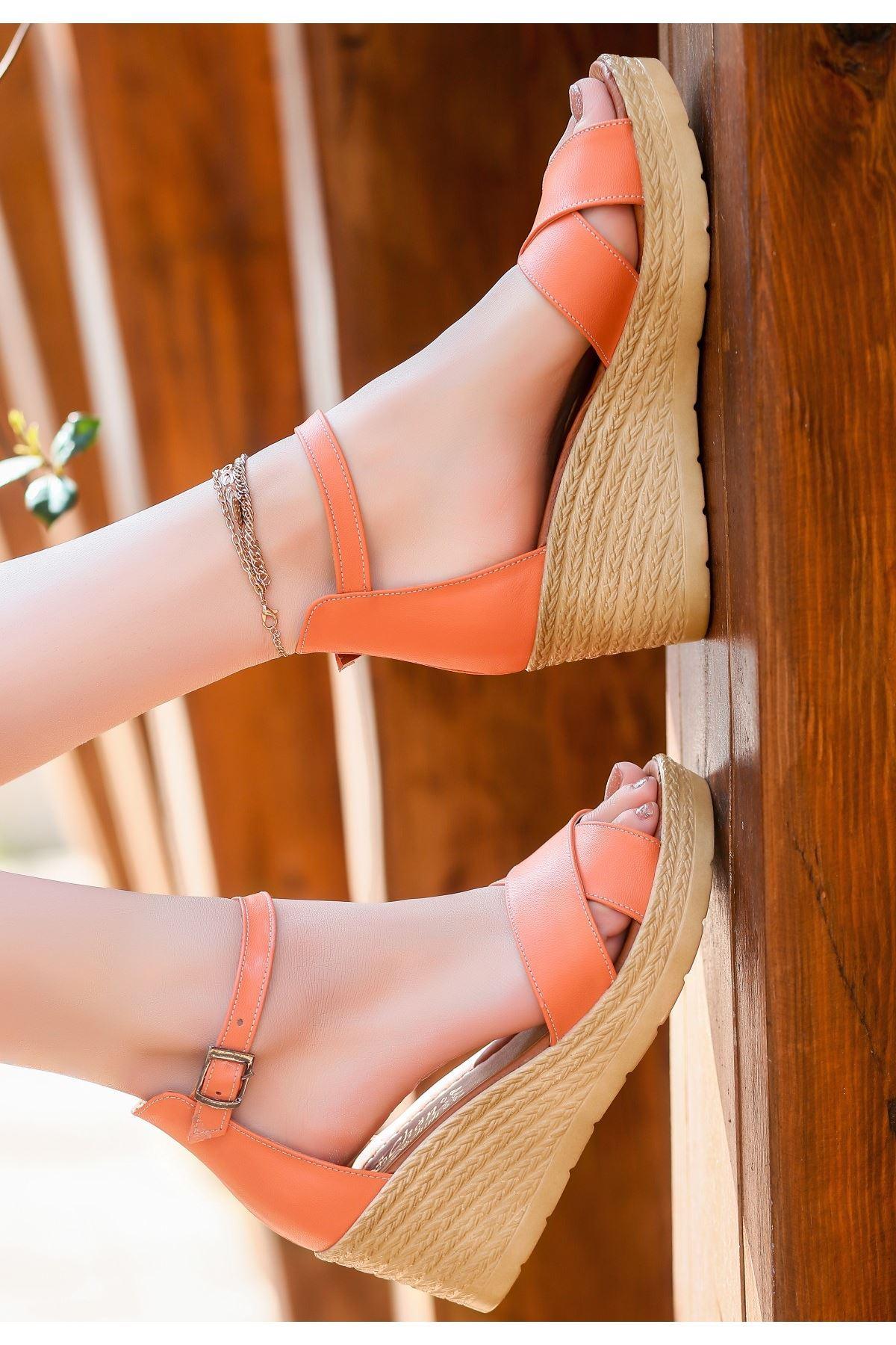 Ertu Turuncu Cilt Dolgu Topuk Sandalet