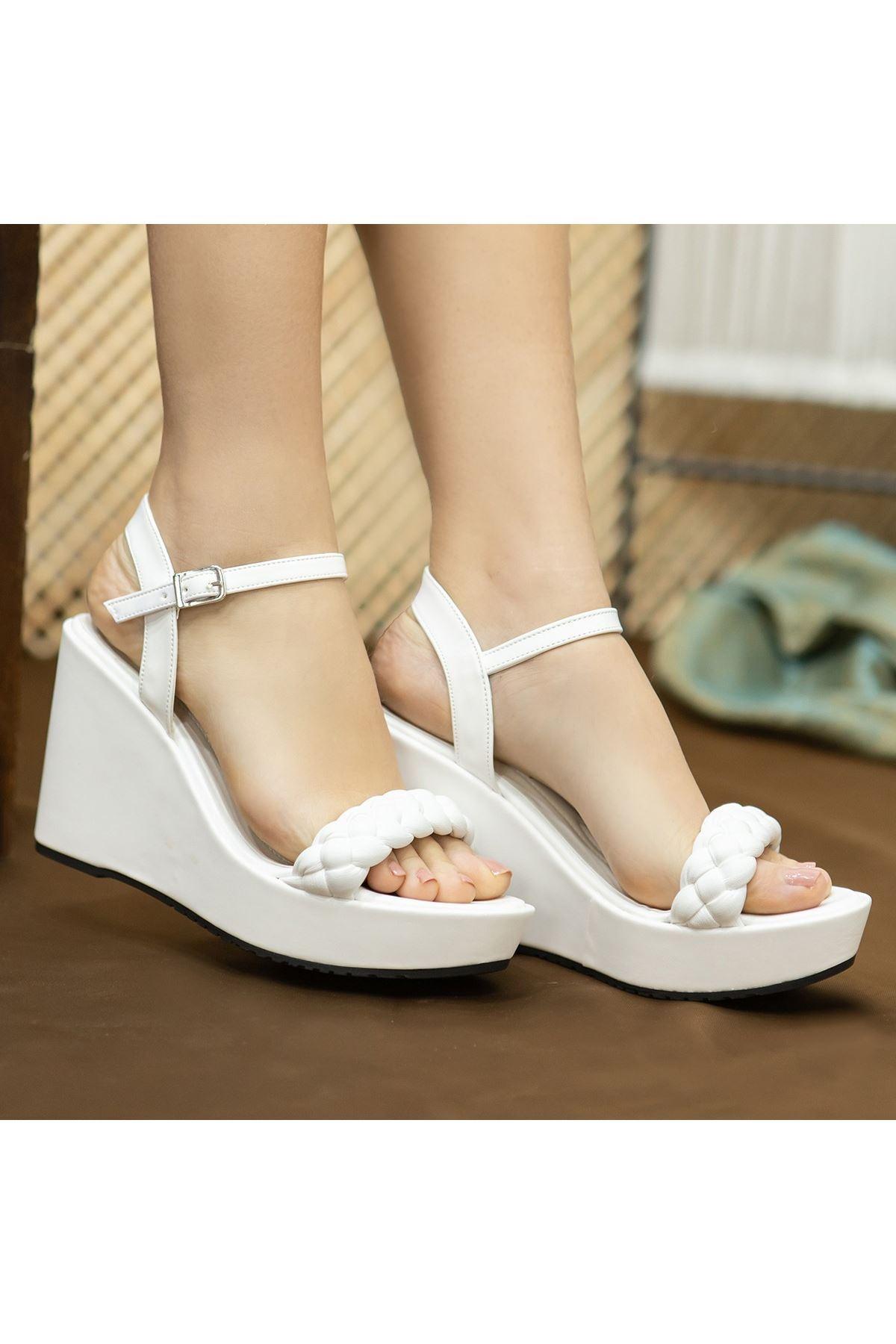 Fant Beyaz Cilt Dolgu Topuk Sandalet