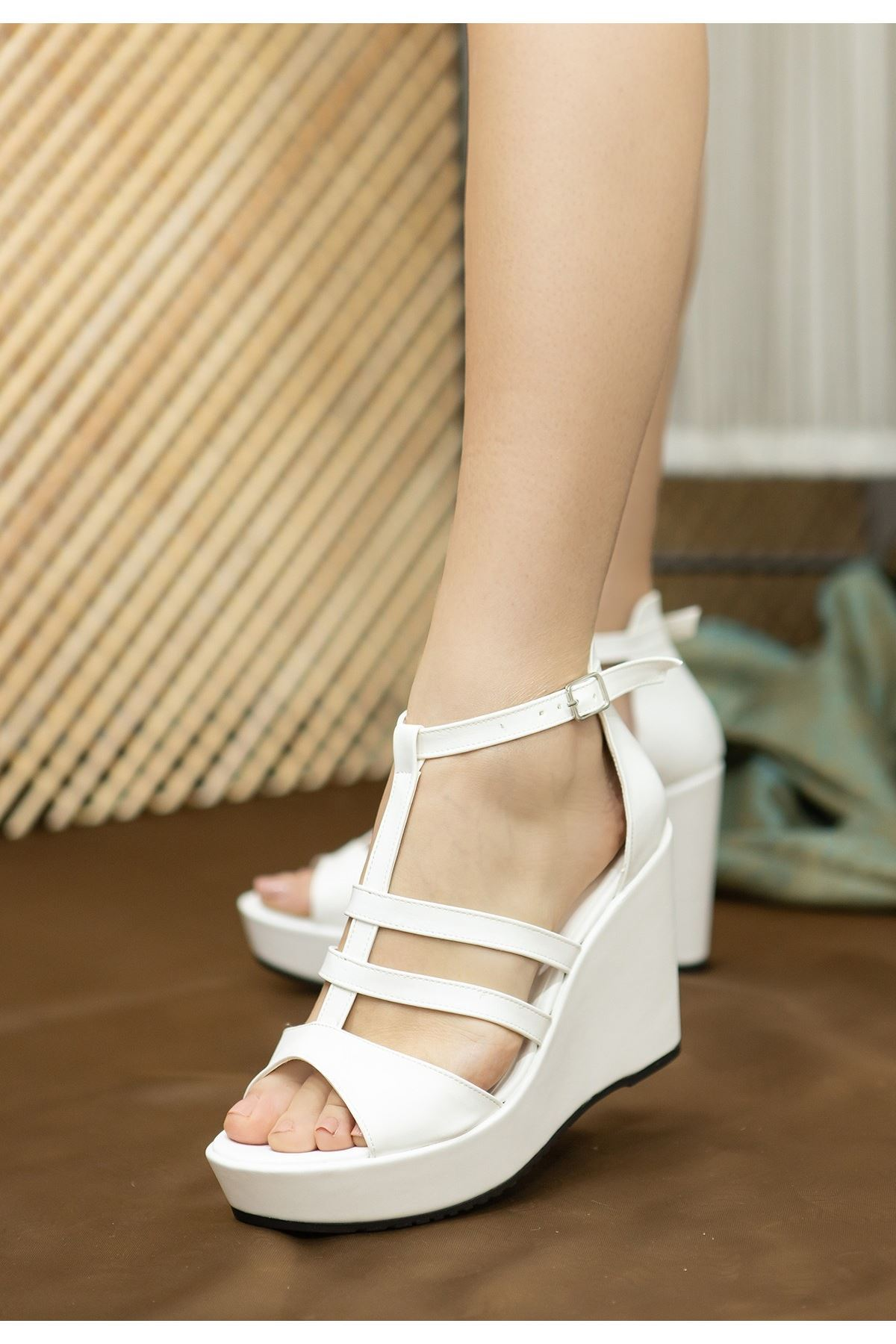 Iren Beyaz Cilt Dolgu Topuk Sandalet