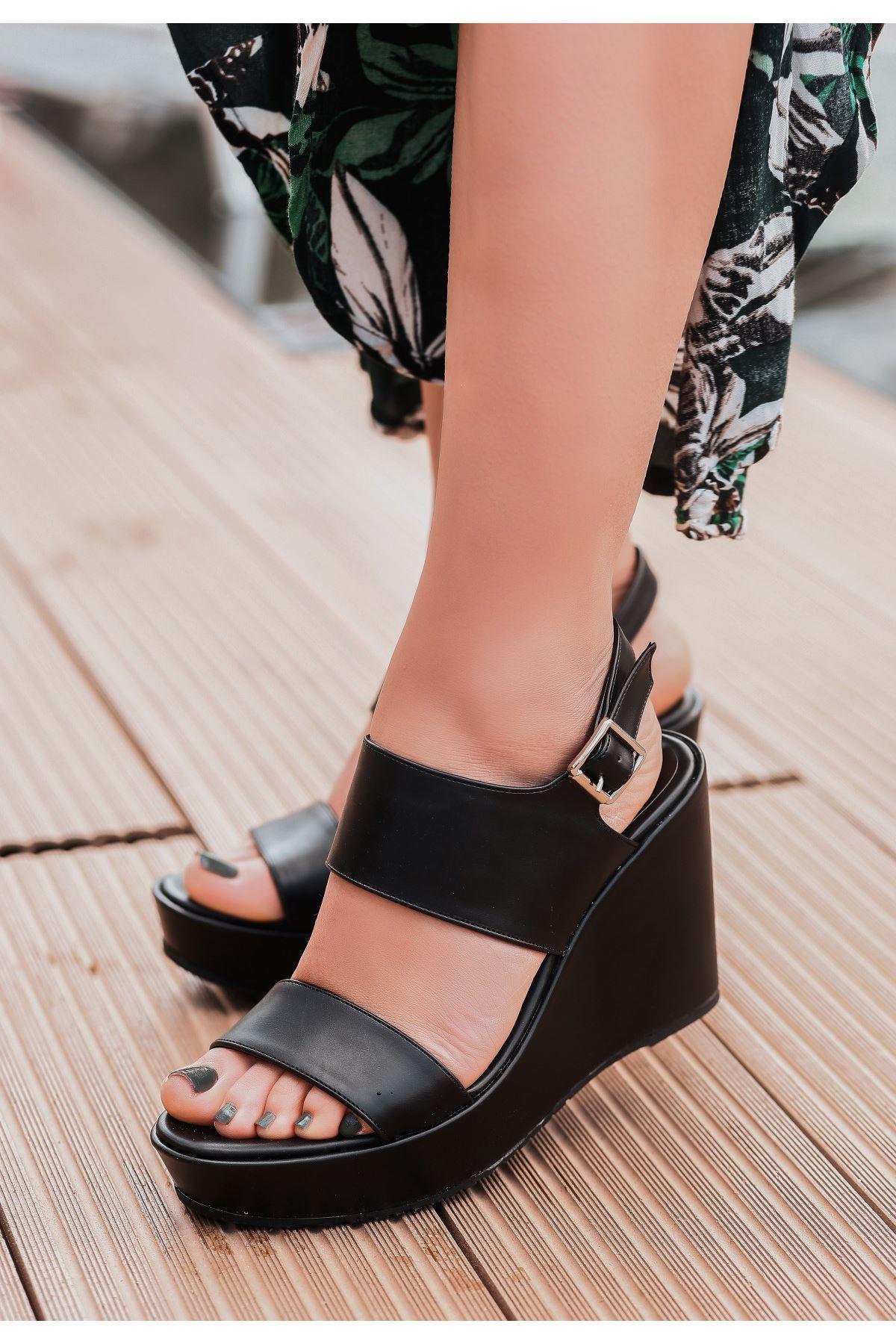 Rvin Siyah Cilt Dolgu Topuk Sandalet