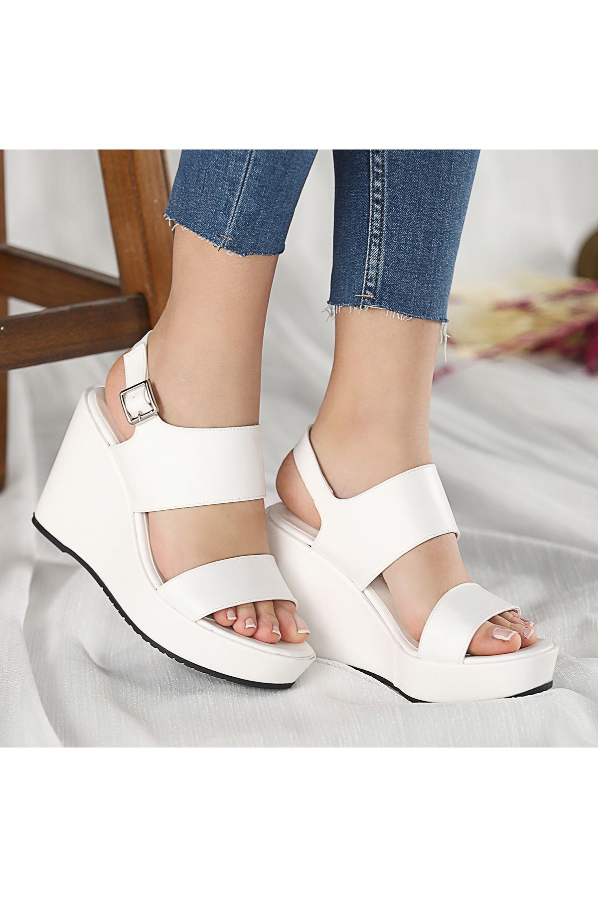 Rvin Beyaz Cilt Dolgu Topuk Sandalet