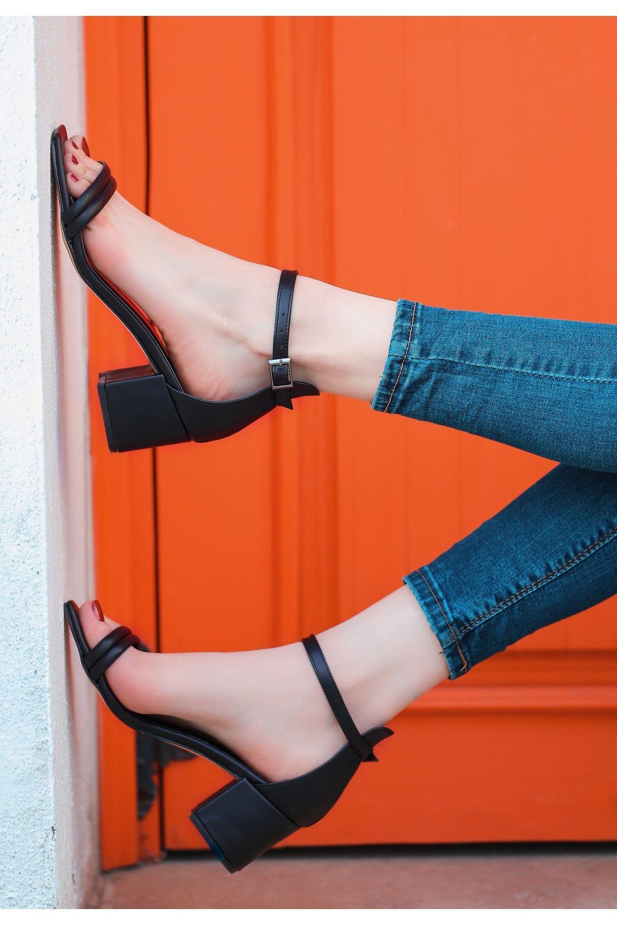 Esgax Siyah Cilt Topuklu Ayakkabı