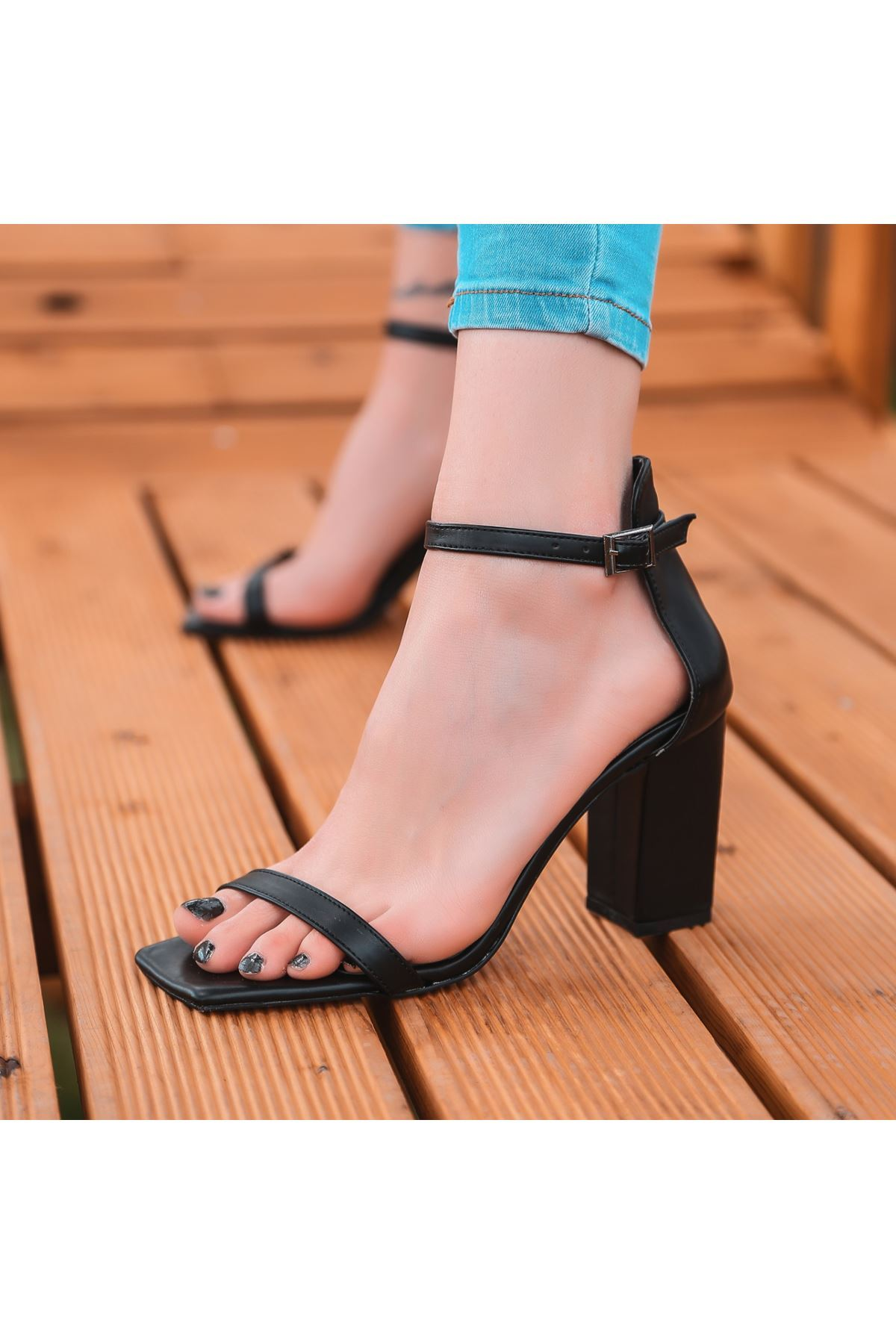 Siga Siyah Cilt Topuklu Ayakkabı