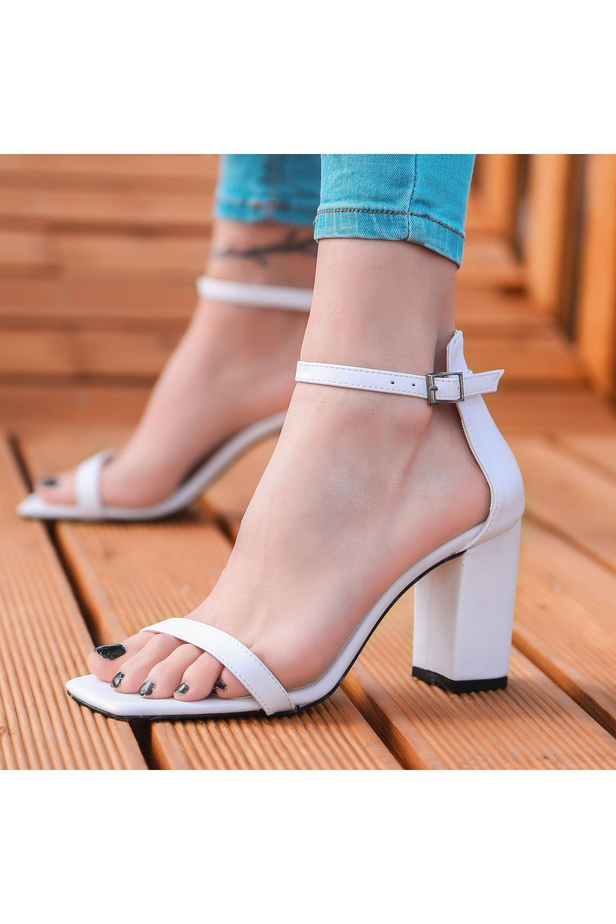 Siga Beyaz Cilt Topuklu Ayakkabı