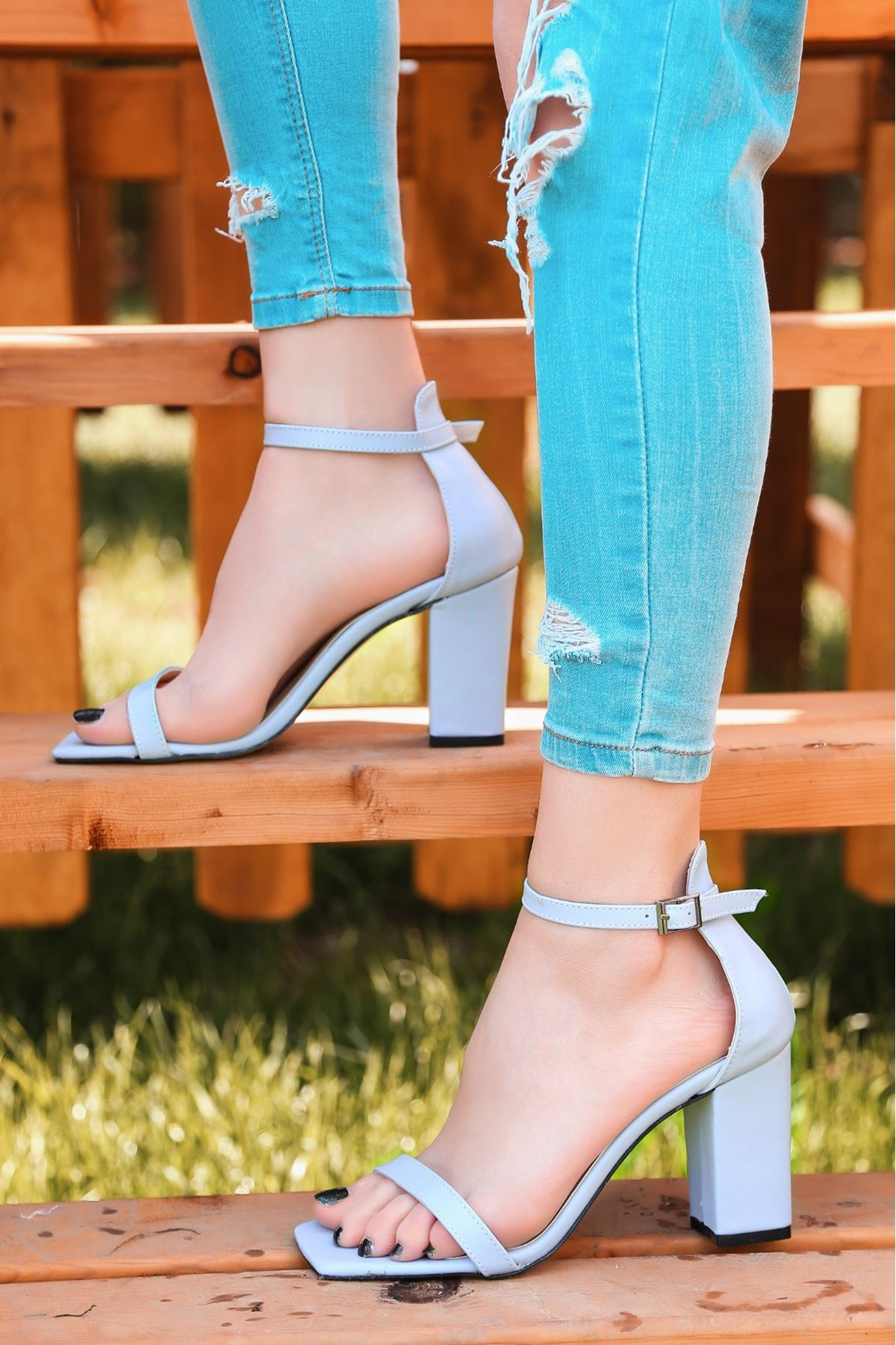 Siga Bebe Mavisi Cilt Topuklu Ayakkabı
