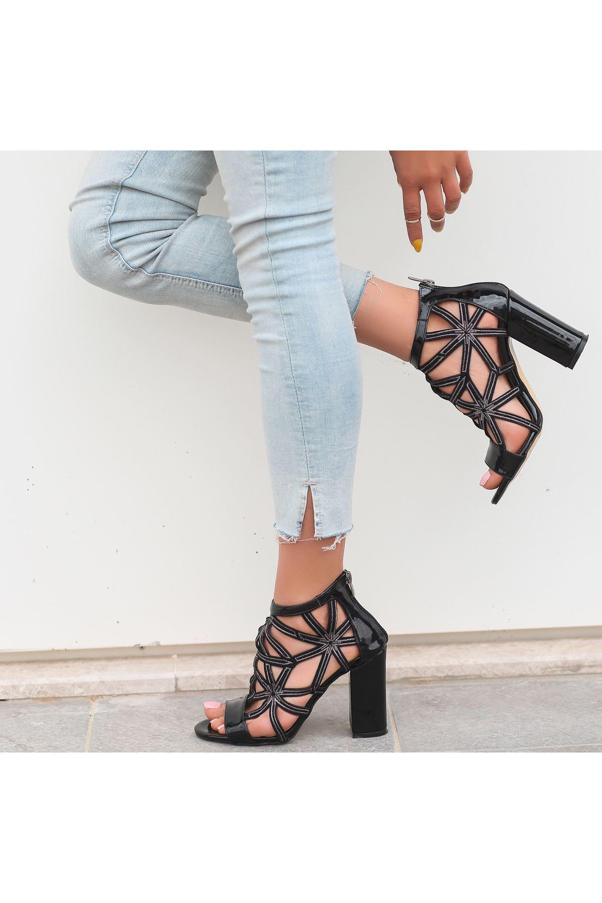 Yumi Siyah Rugan Topuklu Ayakkabı
