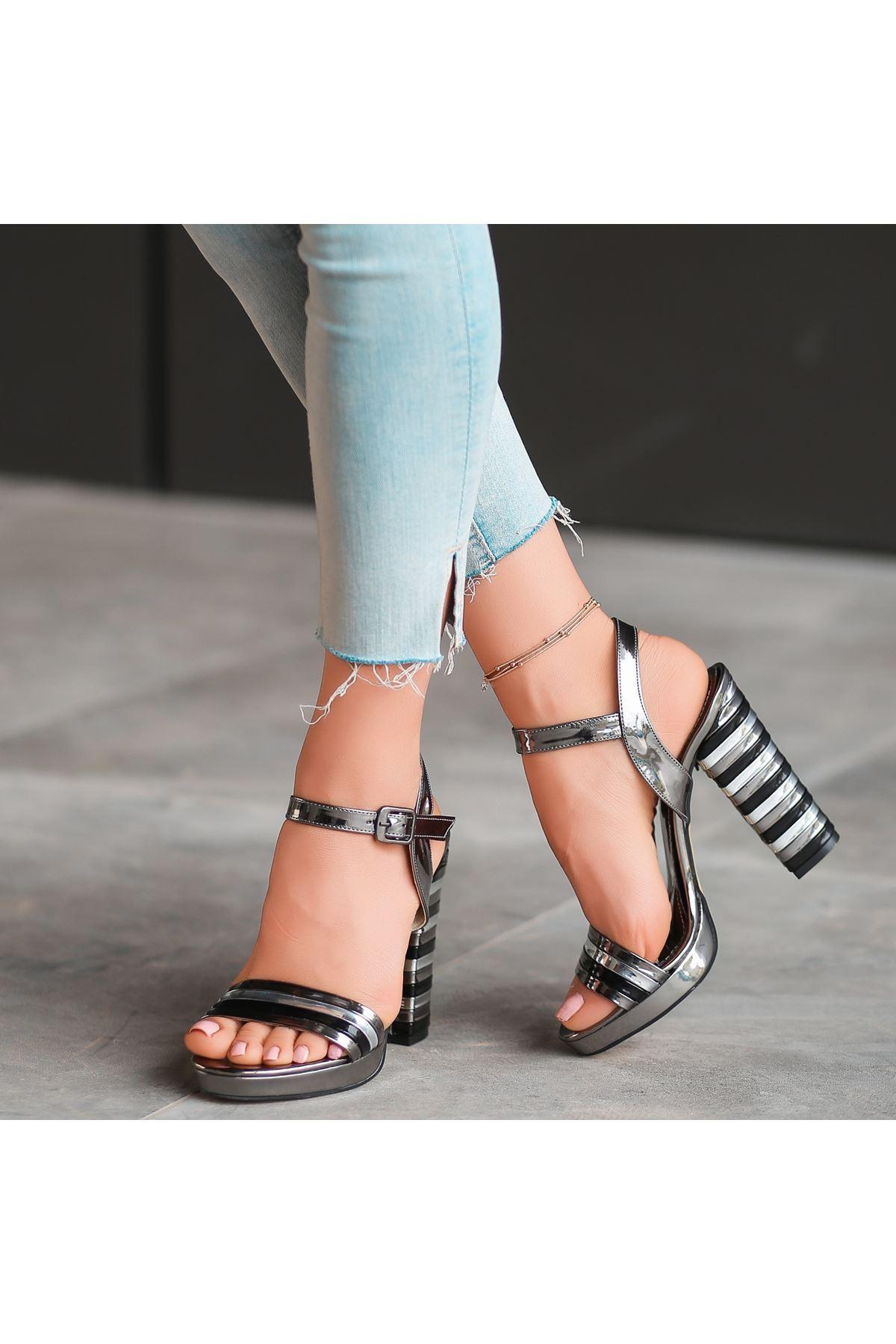Brew Platin Rugan Topuklu Ayakkabı