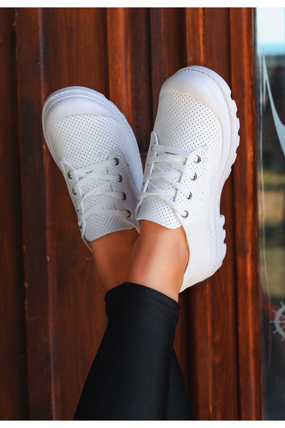 Mash Beyaz Cilt Fileli Bağcıklı Spor Ayakkabı