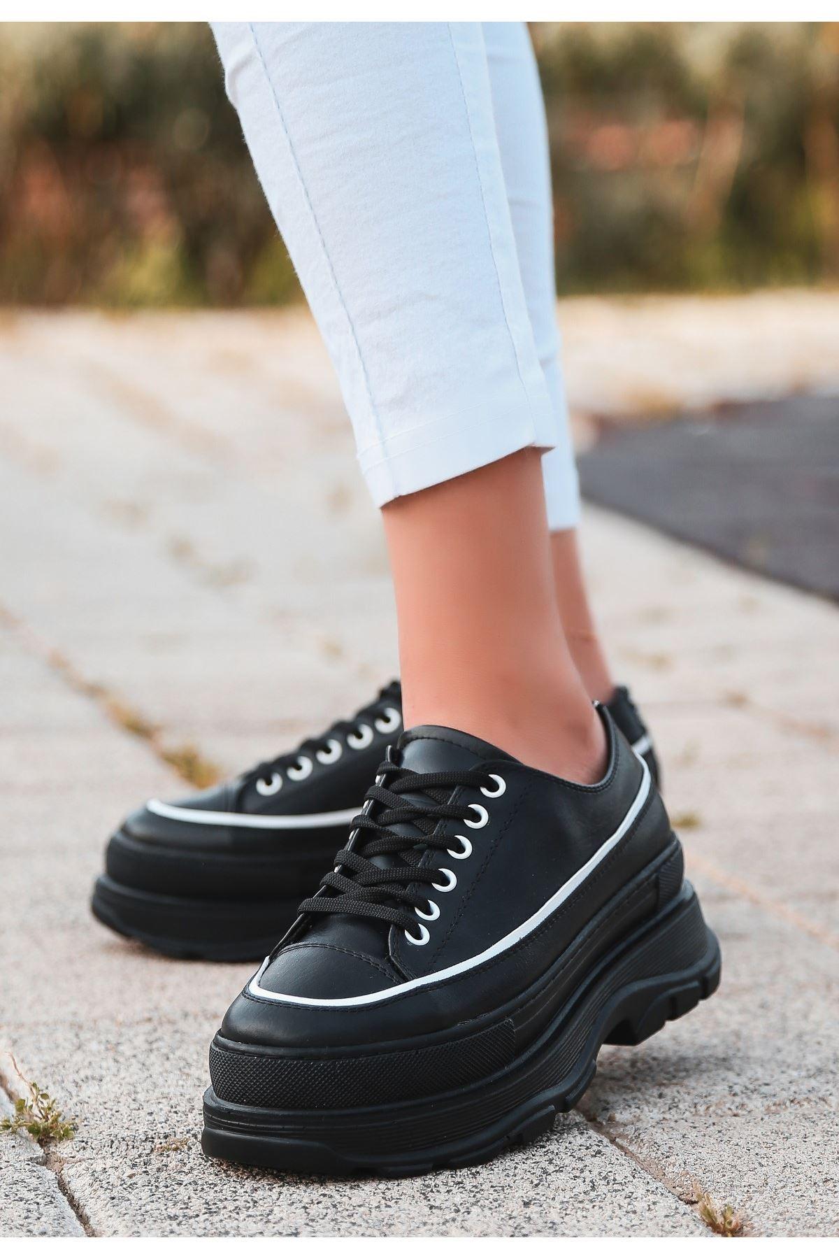 Bery Siyah Cilt Beyaz Detaylı Bağcıklı Spor Ayakkabı