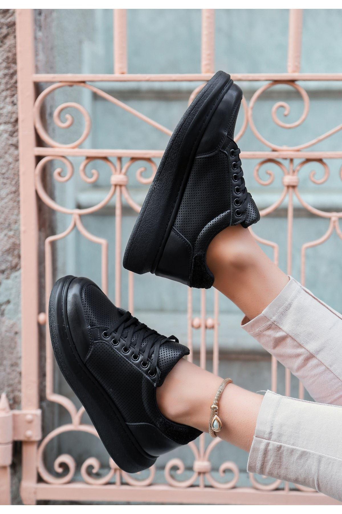 Voni Siyah Cilt Rugan Detaylı Spor Ayakkabı