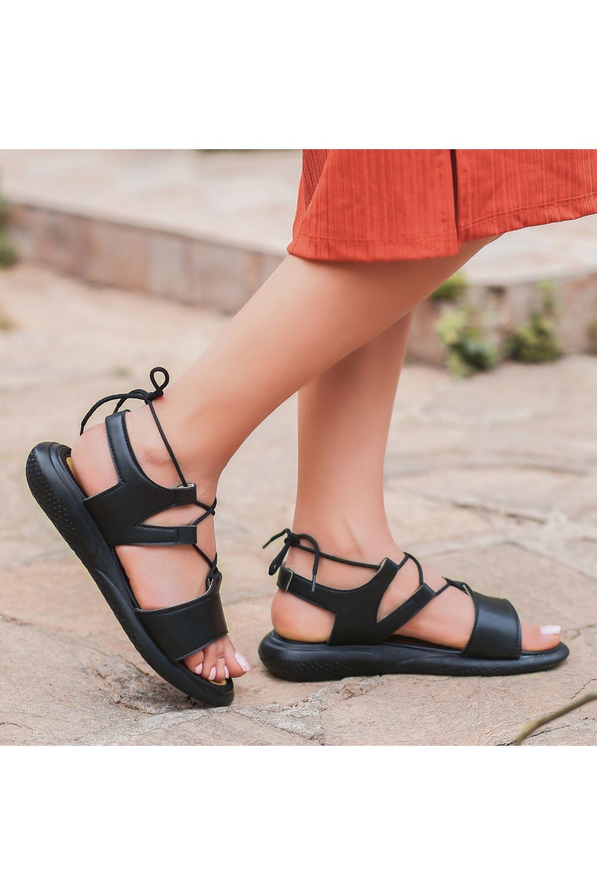 Reli Siyah Cilt Bağcıklı Sandalet