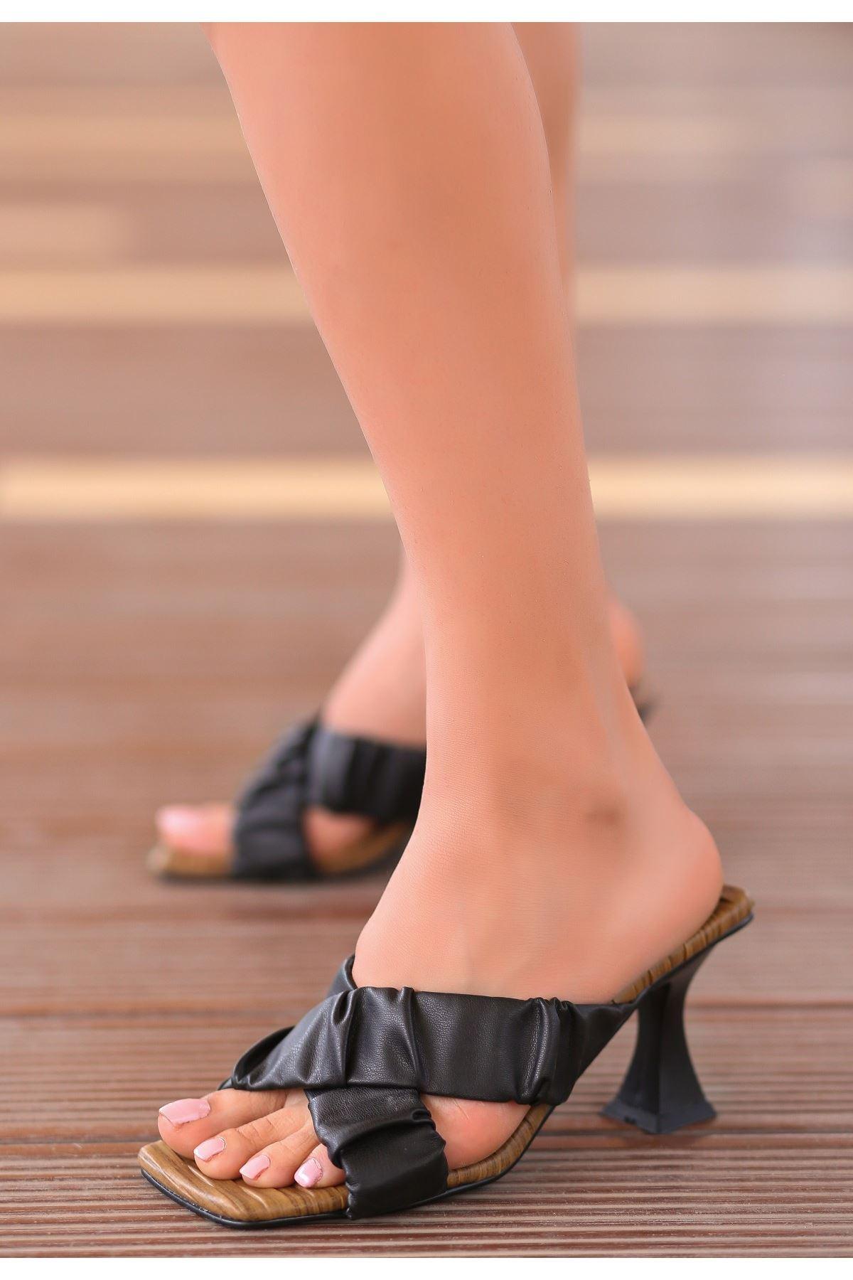 Tive Siyah Cilt Topuklu Terlik