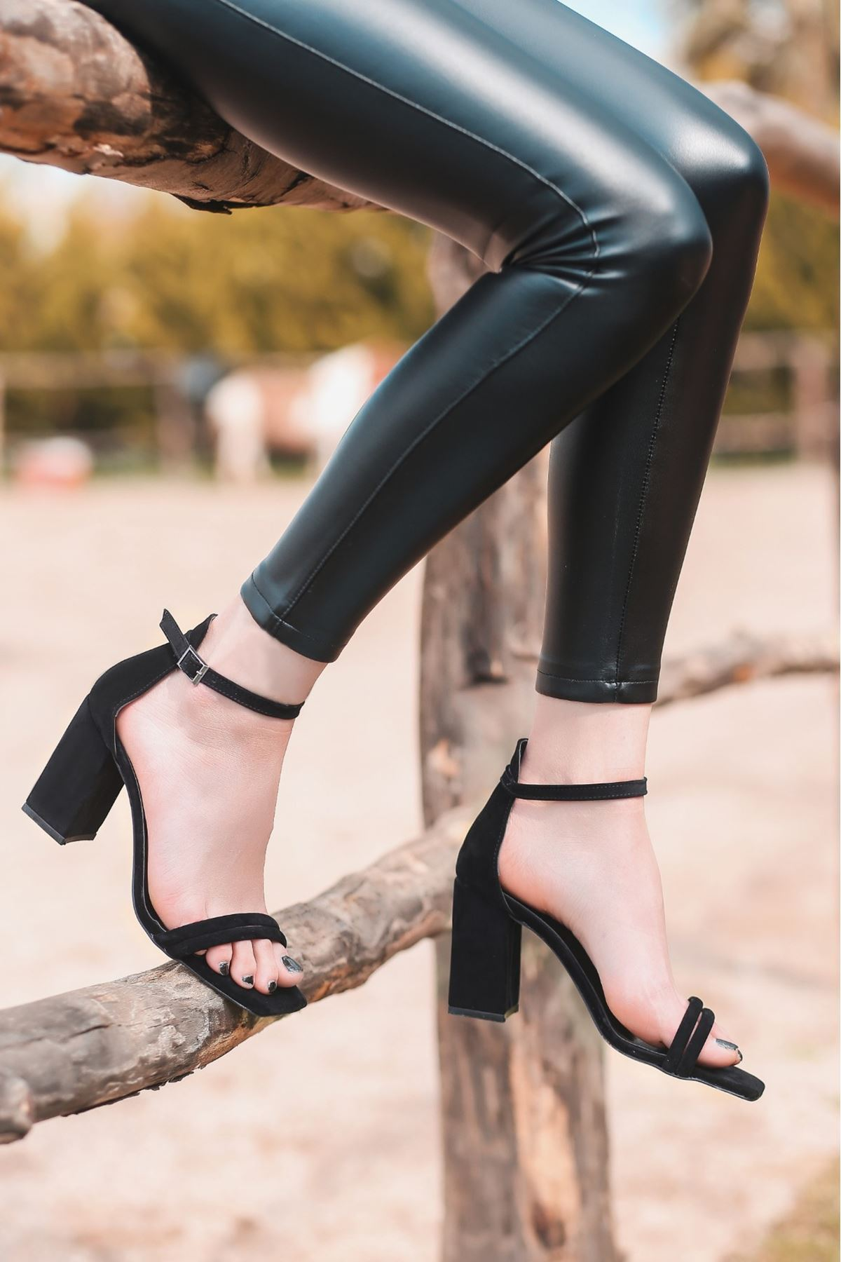 Esga Siyah Süet Topuklu Ayakkabı